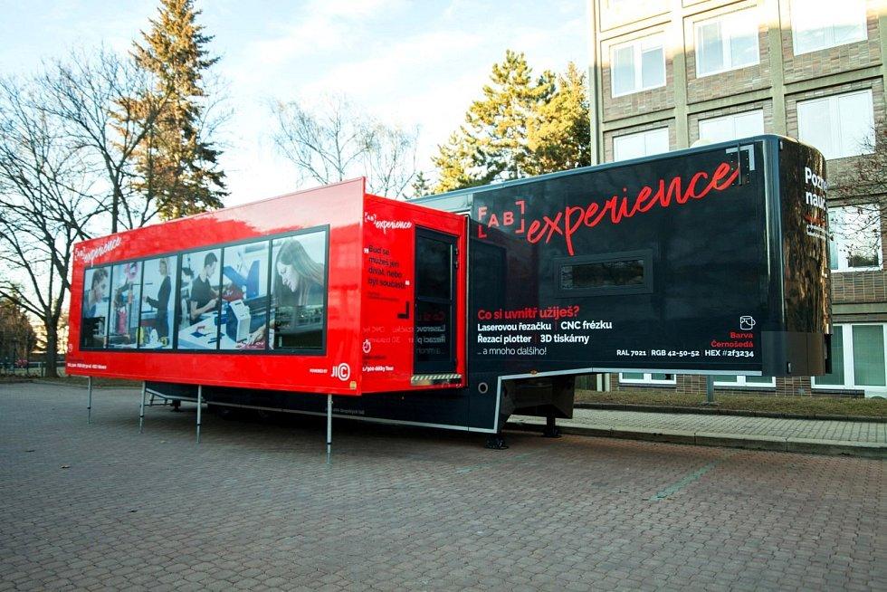 Pojízdná laboratoř FabLab Experience vyjíždí pravidelně z Brna za studenty do dalších měst.