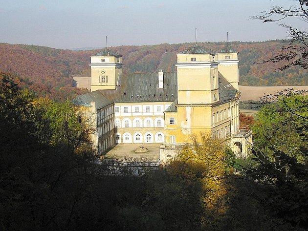 Račický zámek je symbolem obce Račice-Pístovice.
