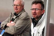 Staronový trenér divizních fotlalistů MFK Vyškov Miloslav Machálek (vpravo) převezme mužstvo v lednu před začátkem zimní přípravy. Vlevo je vedoucí mužstva Jaroslav Hejný.