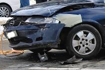 Kolize dvou aut u vyškovské nemocnice si vyžádala lehké zranění.