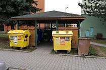 Kontejnery na odpad jsou rozmístěné po celém Vyškově. V některých lokalitách nemusejí řešit výraznější problémy, v jiných jsou kontejnery věčně přeplněné. Město viní některé obyvatele z nezodpovědnosti při nakládání s odpadem.