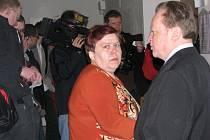Manželé Rosnerovi u soudu.