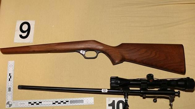 Muž z Vyškova měl u sebe nelegálně devatenáct zbraní a asi devět set nábojů.