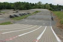 Klub Veus dokončuje rekonstrukci areálu za vyškovským rybníkem Jandovka, který je už nyní přístupný i veřejnosti. Zásadní úpravy by měly být hotové pravděpodobně do září.
