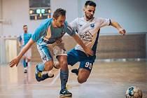 Ve východní skupině II. ligy futsalistů porazil  Amor Kloboučky Vyškov (bílé dresy) doma ASM Dolní Loučky 6:1.