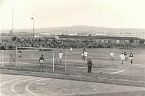 Přelom padesátých a šedesátých let byl ve Vyškově fotbalově chudý. V roce 1961 ale na přátelský zápas se Spartou Praha v čele s Andrejem Kvašňákem přišlo na 3000 diváků.