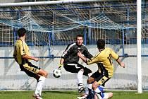 Napínavá a bojovná bývají derby fotbalistů z Ivanovic na Hané s Drnovicemi - ilustrační fotografie.