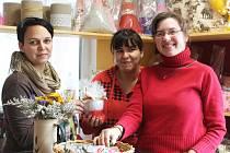 Vyškovská Piafa otevřela obchůdek, kde jsou k mání výrobky z její sociálně-terapeutické dílny: mýdla, svíčky, polštářky i další dekorace.