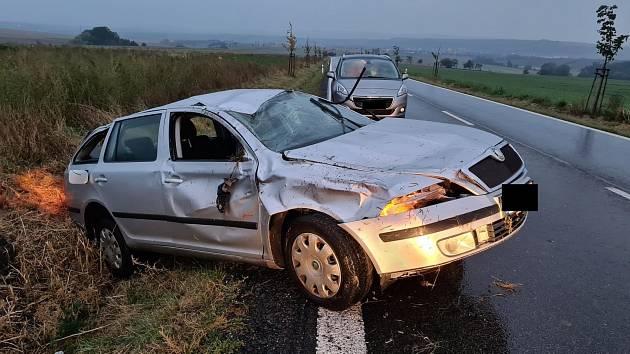 Náročný svátek pro řidiče i policisty. Na jihu Moravy hlásili třicet nehod