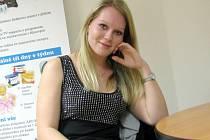 Studentka Tereza Sivolobová pomáhá u Červeného kříže.