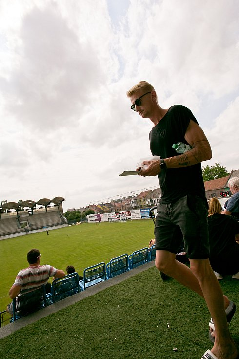 Fotbalisté Vyškova si Uničovem vyzkoušeli své nové domácí prostředí pro II. ligu na stadionu v Drnovicích.