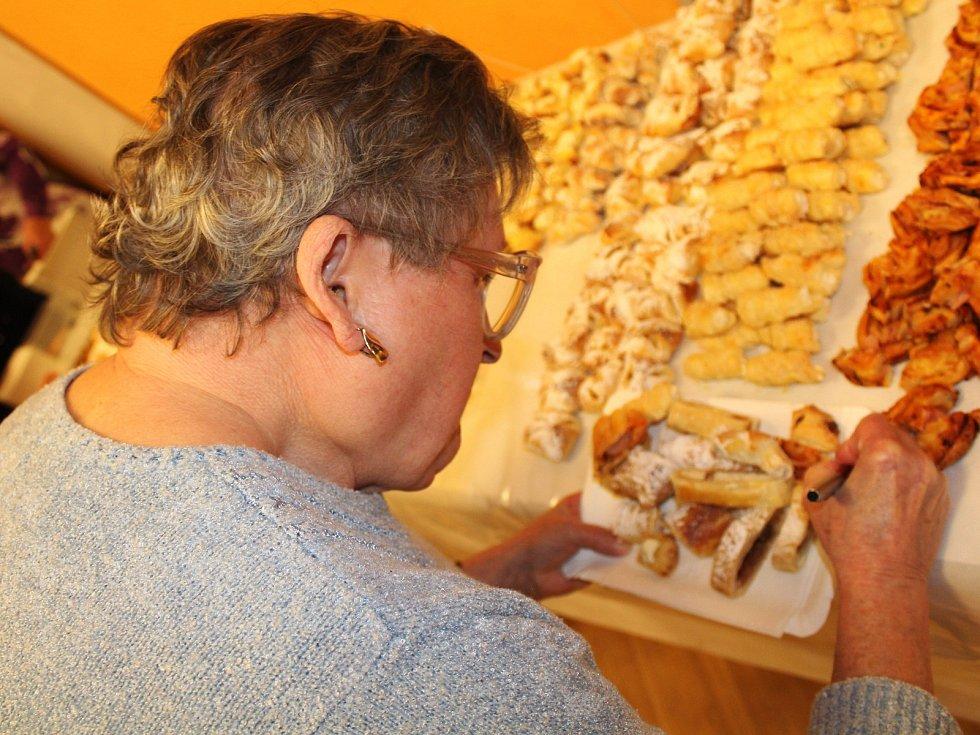 Nasladko i naslano. Na kozlanském Babymňamu lidé letos ochutnávali pokrmy z listového těsta. Doprovodného programu se zhostily ivanovické skupiny Babyboys a High Five.