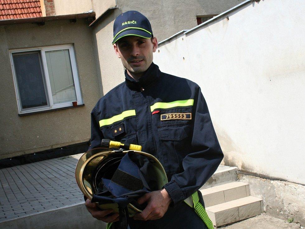 Mluvčí krajských hasičů Jaroslav Mikoška žije v Letonicích.
