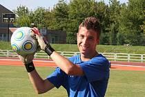 Brankář Rostexu Vyškov Tomáš Holásek vstřelil Líšni gól.