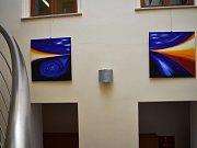 Výstava olejomaleb ve vyškovské Knihovně Karla Dvořáčka nese název Světlo.