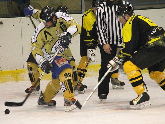 V odvetném finálovém utkání vyškovské hokejové hobbyextraligy vyhrál ESO Team nad mužstvem Vyhaslé Hvězdy 3:1 a po vítězství v prvním zápase 4:2 je celkovým vítězem.