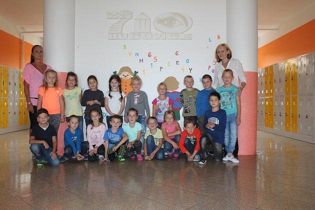 Žáci 1.C ze Základní školy 710vBučovicích spaní učitelkou Alenou Konečnou a asistentkou Jitkou Matuškovou.