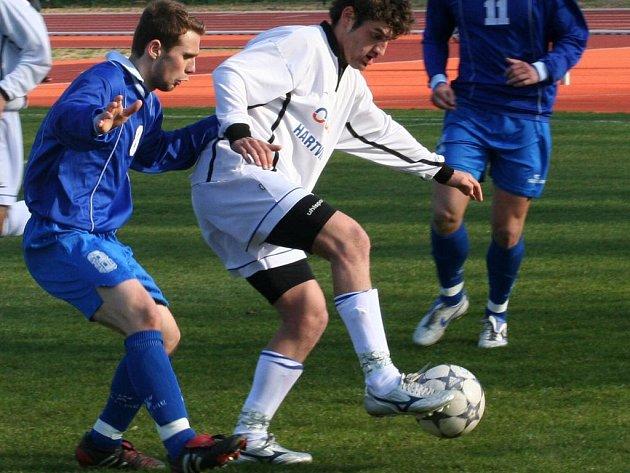 Vyškovští fotbalisté se při nedělním duelu možná budou muset obejít bez zraněných opor. Konečný verdikt zazní na tréninku před zápasem.