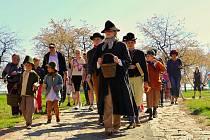 Především na Bučovicku na Velikonoce tradičně obcházející obec koledníci, mezi kterými je také postava Jidáše. Ilustrační foto.