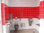 Špatné značení. Veřejné záchody v regionu je často těžké najít. Většina je slušně vybavená. Některé nesplňují hygienické nároky.