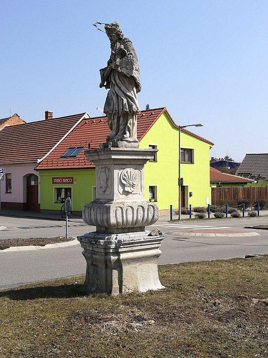 Socha světce v Rousínově.