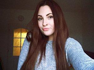 Sedmnáctiletá Tereza Brabcová napsala knihu ve které se vyrovnává se svým trápením.