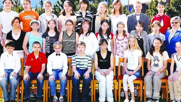 Fotografie třídy, do které těhotná školačka chodila.