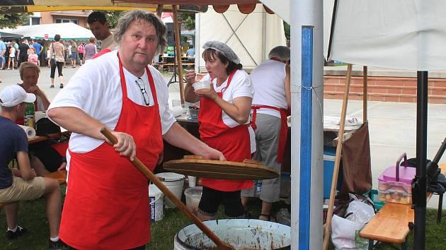 Ve Tvarožné Lhotě se konal další ročník akce Tvarožná vaří.