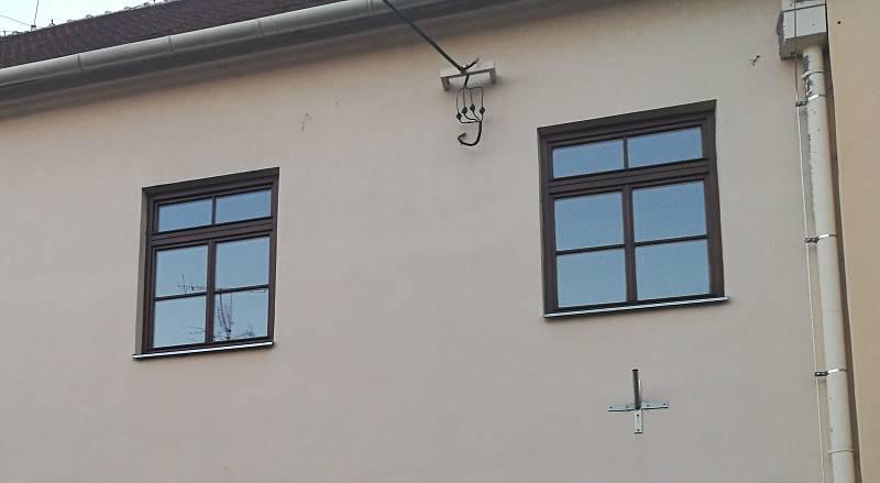 Mateřská škola Zvídálek na Koláčkově náměstí. Dům v její bezprostřední blízkosti může umožnit další rozšíření.