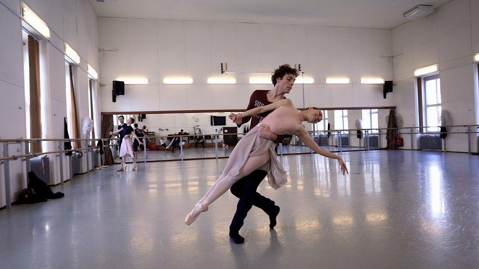 Zkoušky baletu Romeo a Julie, který lidé uvidí na letní scéně na Biskupském dvoře.