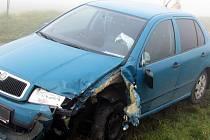Kvůli husté mlze se u Manerova srazila dvě auta.