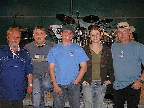 Folk-rocková skupina Lament ve složení Luboš Orel, Lukáš Krejsa,  Luboš Dvorský, Petra Šimoníková, Ivoš Havlíček.