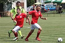 Hlavním bodem programu oslav stého výročí založení Tělovýchovné jednoty Sokol v Nesovicích byl start fotbalového Mercedes týmu (červené dresy) Petra Švancary.