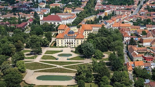 Letecký snímek Slavkova u Brna z knihy Vyškovsko z nebe.