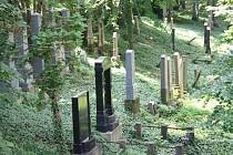 Židovský hřbitov o který se stará i Okrašlovací spolek.