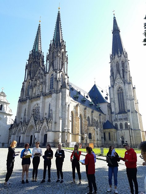 Studenti Integrované středné školy ve Slavově uBrna navštívili arcibiskupský palác a katedrálu sv. Václava vOlomouci.