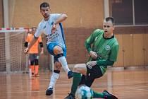 V utkání II. ligy prohráli futsalisté Amoru Kloboučky Vyškov (bílé dresy) se Žabinskými Vlky Brno 2:6.