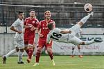 Přípravné utkání MFK Vyškov (bílé dresy) - Uničov (3:2) se hrálo v Drnovicích.