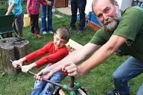 Na Jabkóvé póti si děti mohly vyzkoušet moštování nebo i výrobu pexesa z brambor.