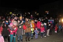 Ve Vyškově se akce Česko zpívá koledy s regionálním Deníkem zúčastnilo na dvě stě lidí.