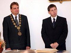 Pavel Dvořák (vpravo) se starostou Slavkova u Brna Ivanem Charvátem.