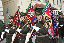 Vojáci 10. jednotky provinčního týmu Lógar, kteří se v lednu vrátili z mise v Afghánistánu, dostali záslužné medaile, kříže a odznaky.