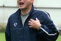 Trenér FKD Oldřich Jelínek.