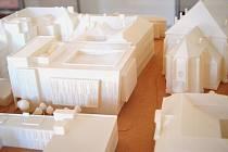 Vystavená bude například studie Nové scény i model samotné přístavby Besedního domu. Kvůli omezením bude v sále přítomno maximálně šestnáct osob najednou.