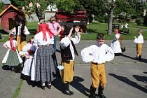 Soubor nejznámějších hanáckých tanců zvaný Hanácká beseda tančily v úterý dopoledne děti ve vyškovských mateřských školách.
