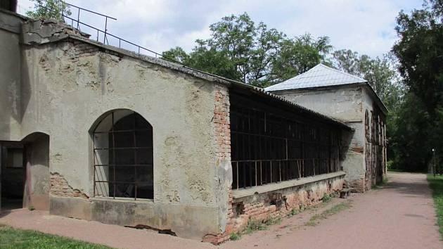 Původní stav oranžerie u habrovanského zámku před rekonstrukcí.