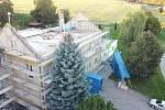 Práce na nástavbě základní školy a její výsledná podoba.