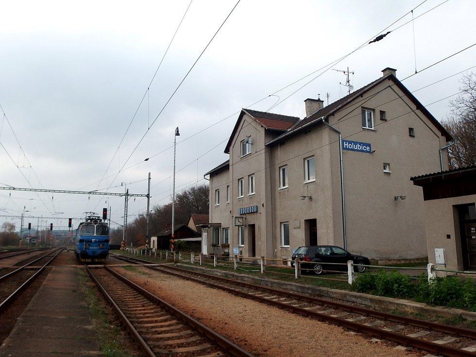 Vlakové nádraží v Holubicích.