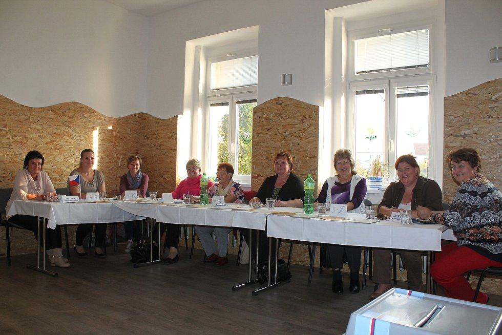 Jeden z volebních okrsků byl v Bučovicích v Domě dětí a mládeže.