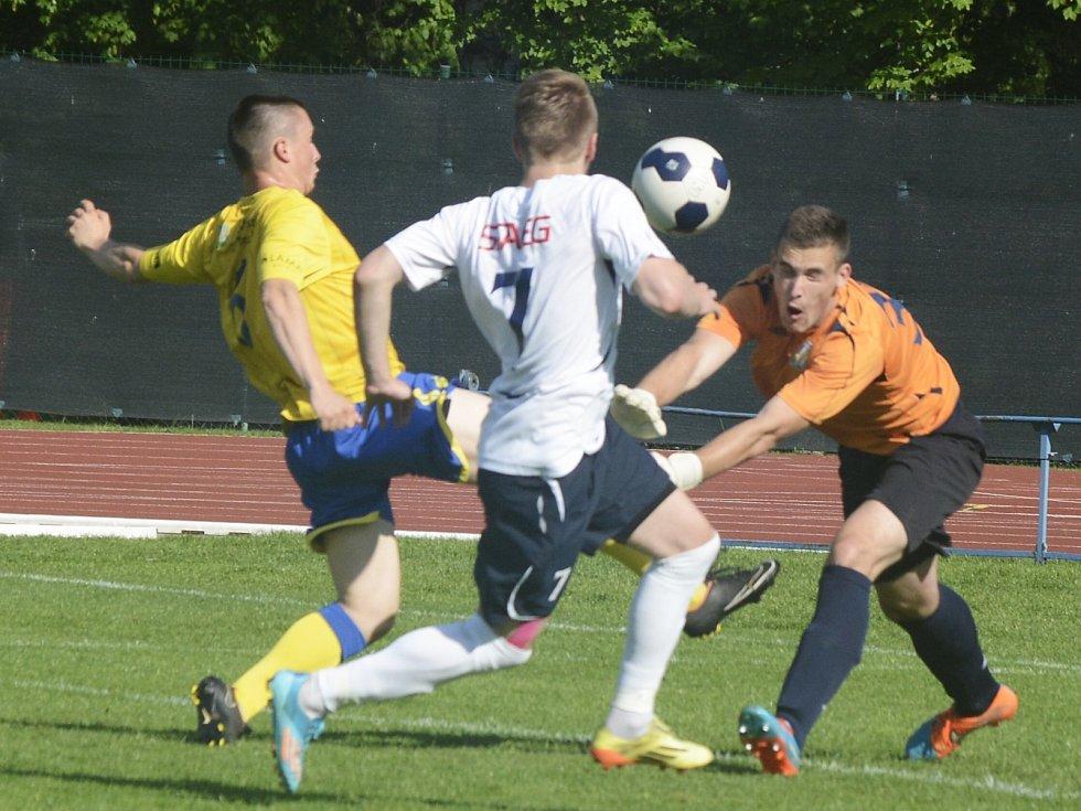 Fotbalisté MFK Vyškov (v bílém) porazili v Moravskoslezské lize MSK Břeclav 5:0.